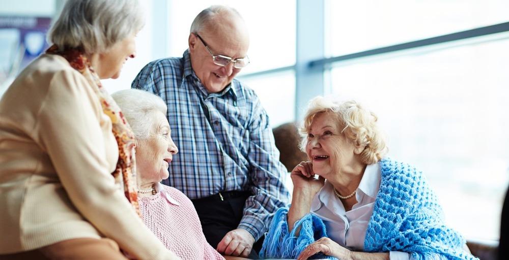 Пожилые люди в домах престарелых пансионат для пожилых возрождение